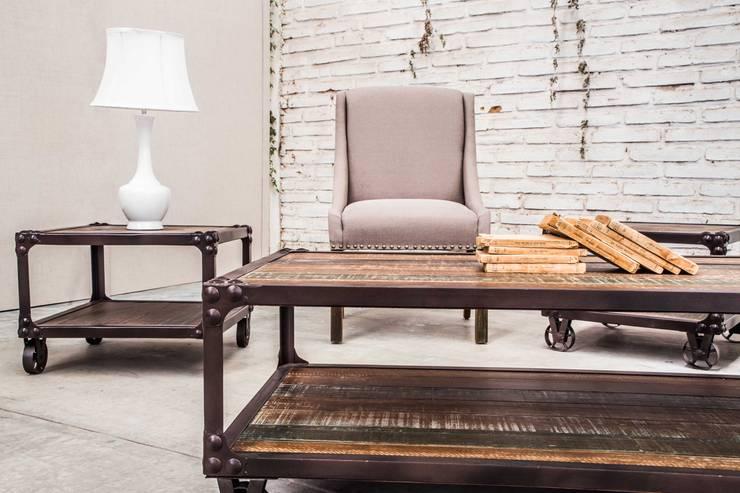 Mesas Denver y sillon Dakota: Salas de estilo  por Consorcio del Toro