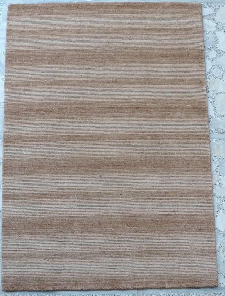 Handloom Carpets:  Walls & flooring by Rugs De Indiska