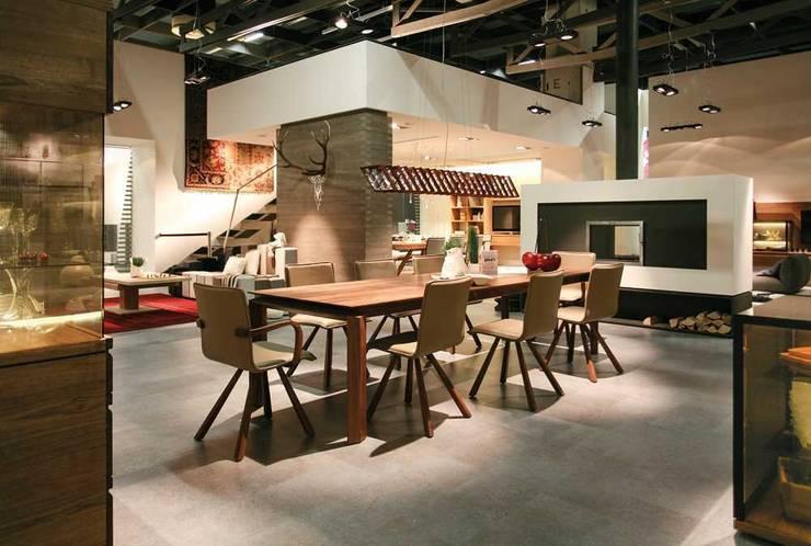 Muebles de diseño alemán: Comedor de estilo  de Imagine Outlet
