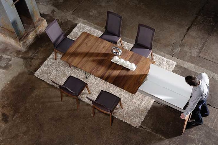 Mesa de diseño: Comedor de estilo  de Imagine Outlet