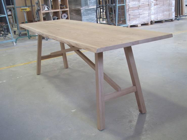 My Table Collection:  in stile  di MONICA POLETTI INTERIORS