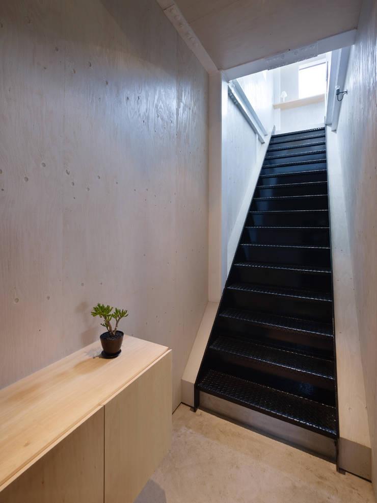 House in Yoro: AIRHOUSE DESIGN OFFICEが手掛けたリビングです。