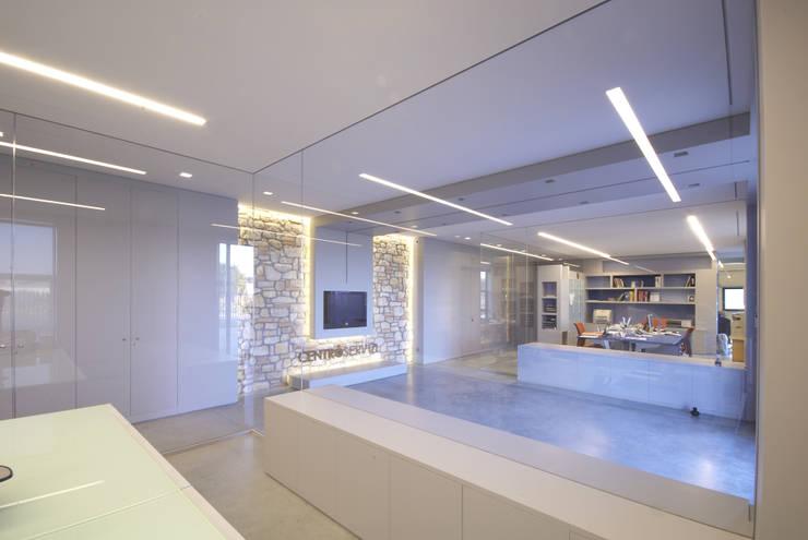 Centro Servizi: Studio in stile  di HOV- Digital art and Architecture
