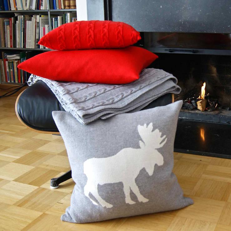 Elk - Kissen in Grau:  Wohnzimmer von Lenz & Leif