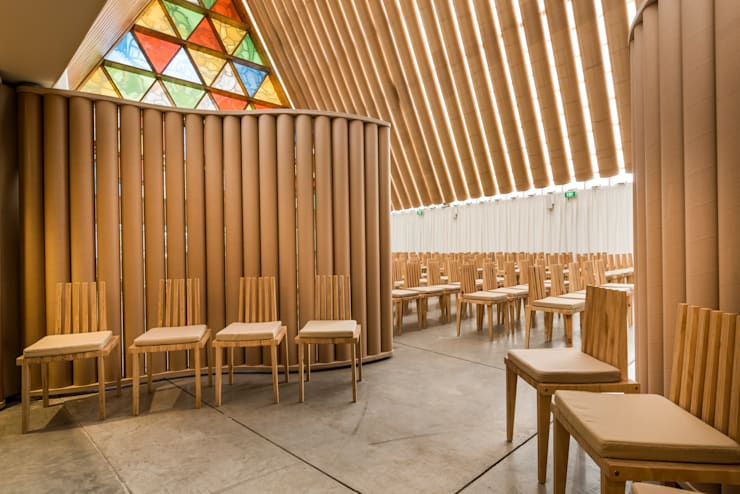 in stile  di 坂茂建築設計 (Shigeru Ban Architects)