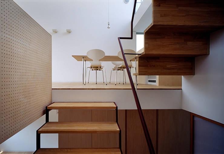 藤久保の家: 吉田豊建築設計事務所 YUTAKA YOSHIDA ARCHITECT & ASSOCIATESが手掛けた廊下 & 玄関です。