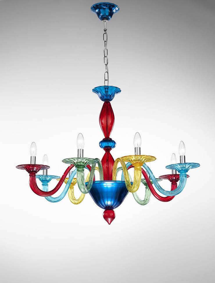 Lampadario in vetro di Murano colorato Vetrilamp: Arte in stile  di Vetrilamp