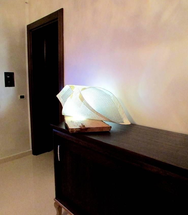 Lampada <q>Butterfly</q>:  in stile  di CatturArti design Lab, Minimalista