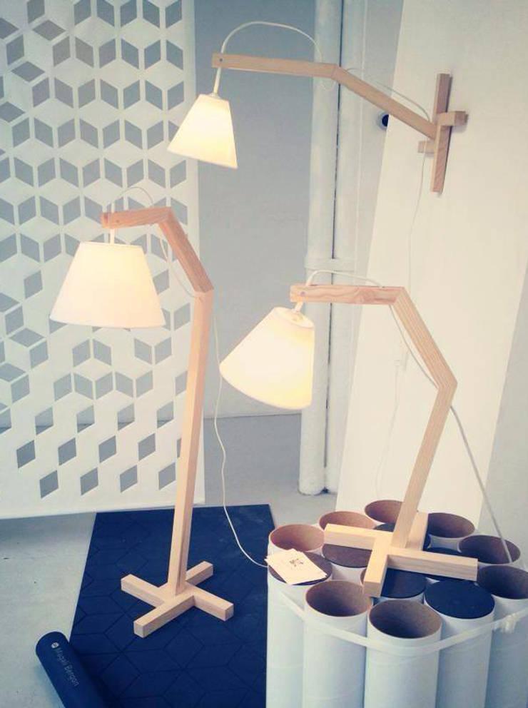 Lampes Zora: Maison de style  par Mbd