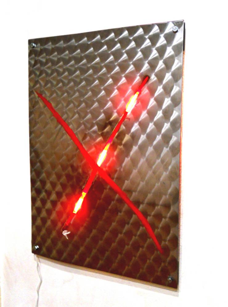 Quadro lampada Mister X: Soggiorno in stile  di CatturArti design Lab,
