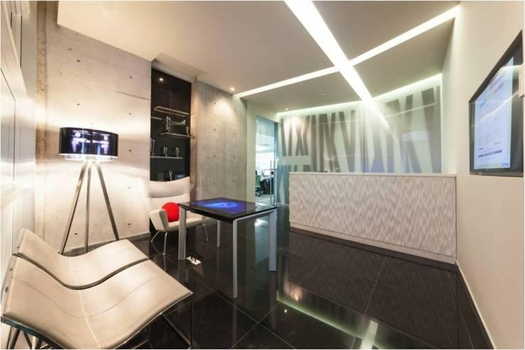 Oficinas Vanguardistas: Oficinas y tiendas de estilo  por Ofis Design