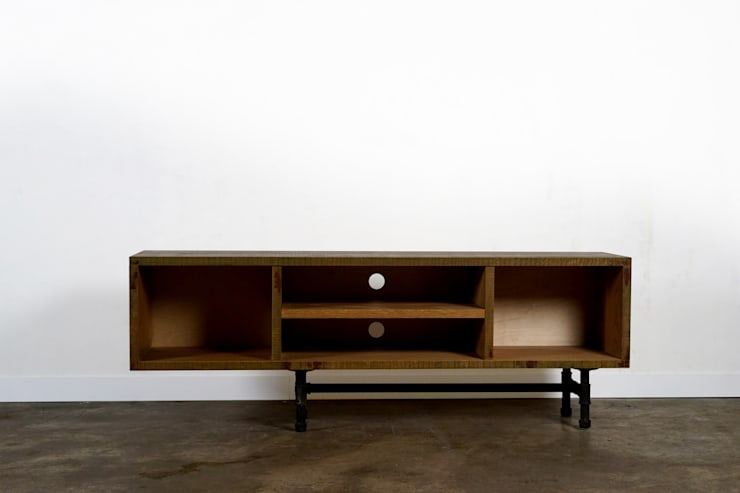 Hardwood-Pipe Furniture ROMUS: ROMUS 하드우드 파이프 가구 로머스의  서재/사무실