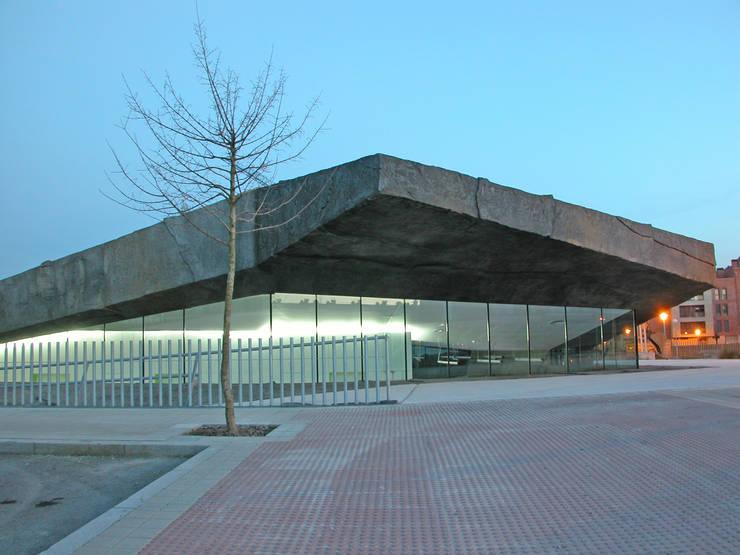 Escuela Infantil en Urduliz [Bizkaia] ® i2G Arquitectos: Escuelas de estilo  por i2G ARQUITECTOS