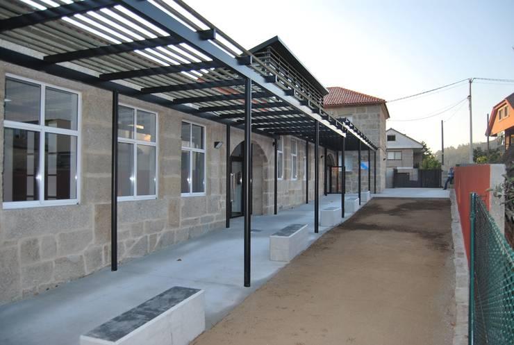 Escuela de Música en Gondomar: Escuelas de estilo  de MUIÑOS + CARBALLO arquitectos
