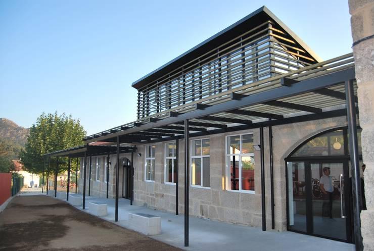 MUIÑOS + CARBALLO arquitectos의  학교