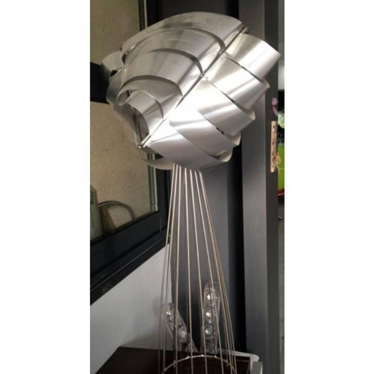 LAMPE AURIGA SILVER- MAX SAUZE: Maison de style  par So Chic So Design