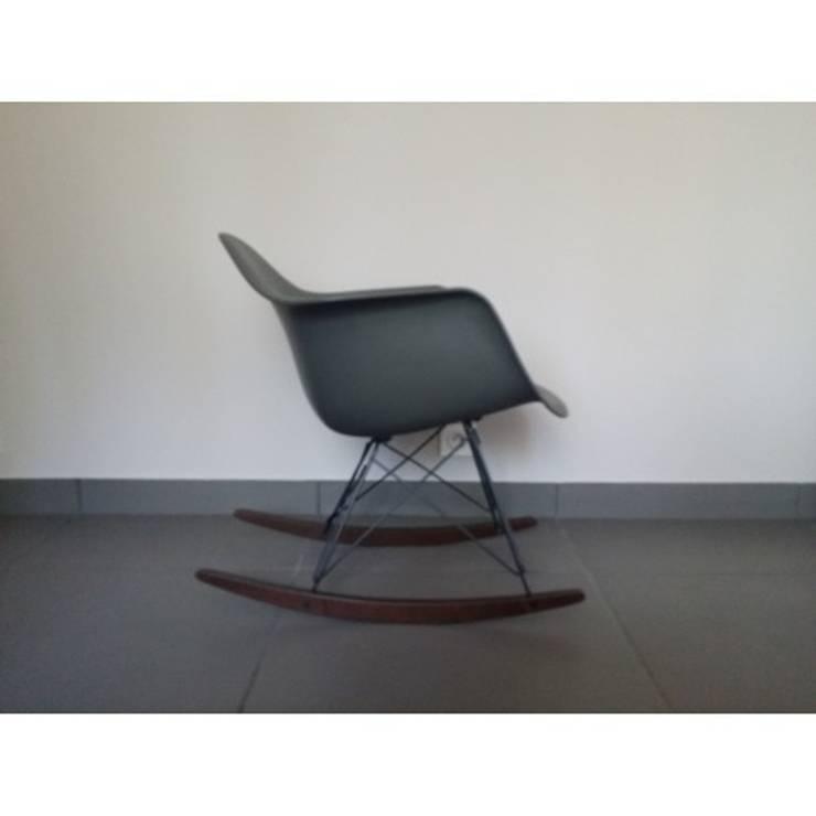 FAUTEUIL RAR Charles Eames: Maison de style  par So Chic So Design