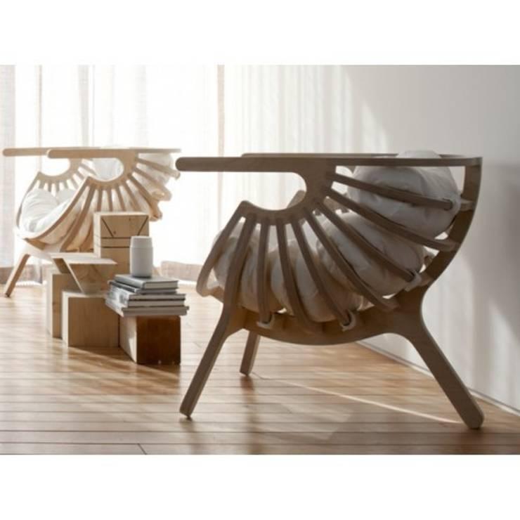 FAUTEUIL SHELL: Maison de style  par So Chic So Design