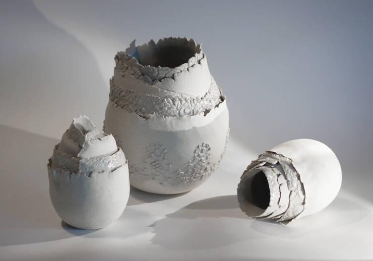 Pot coquille blanc: Art de style  par Jeanne-Sarah Bellaiche Atelier La Terre Tourne