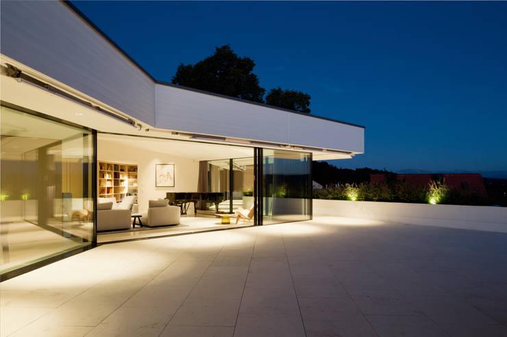 Penthouse Studio : moderne Häuser von Hürlemann AG