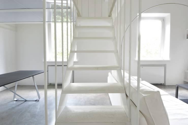 MINI FLAT PARIOLI: Ingresso & Corridoio in stile  di lad laboratorio architettura e design, Minimalista