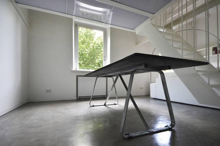 MINI FLAT PARIOLI: Sala da pranzo in stile  di lad laboratorio architettura e design, Minimalista