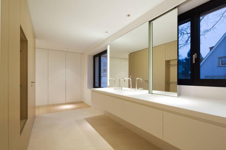 Penthouse Studio : moderne Badezimmer von Hürlemann AG