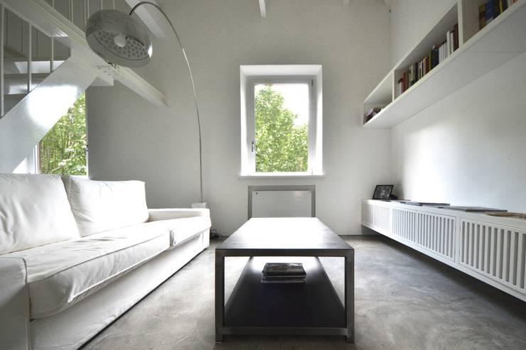 MINI FLAT PARIOLI: Soggiorno in stile  di lad laboratorio architettura e design, Minimalista