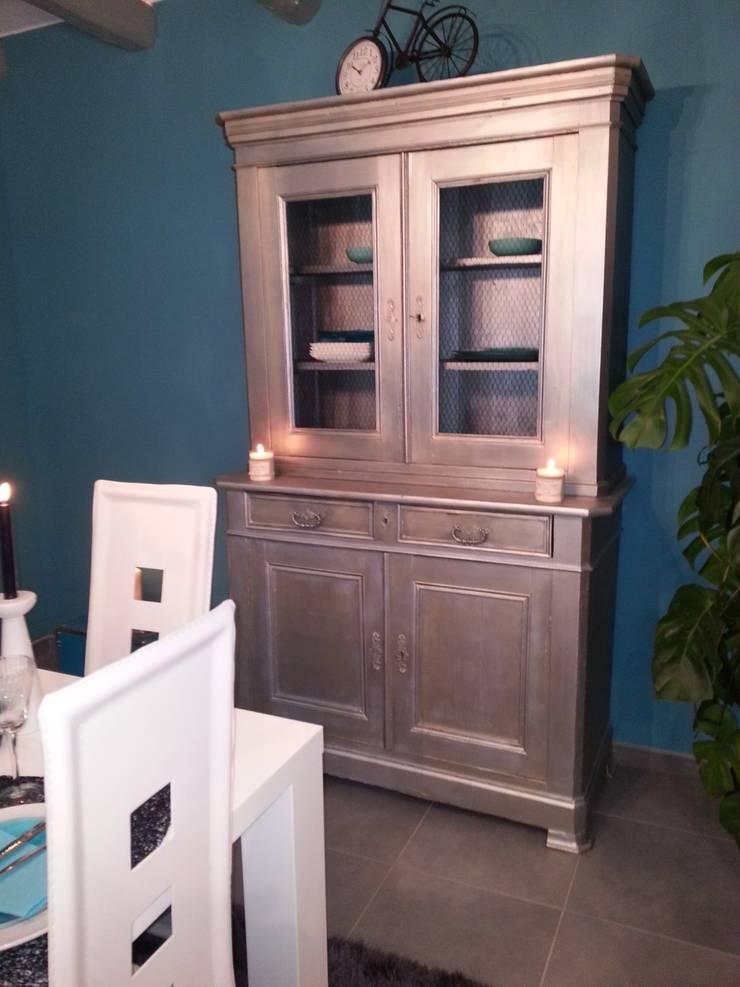 forme géométrique est couleur, pour un espace chaleureux et moderne.: Salon de style  par PFEIFFER Caroline décoratrice intérieur