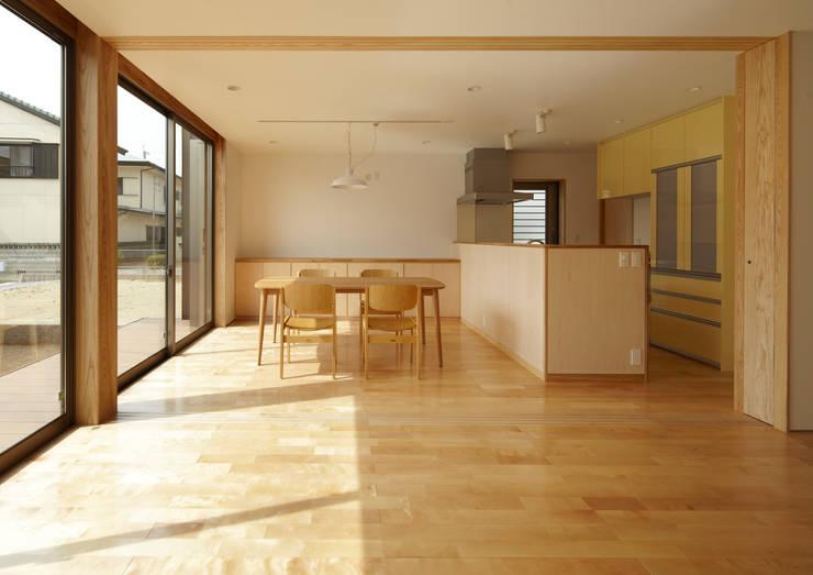 LDK: Osamu Sano Architect & associatesが手掛けたリビングです。