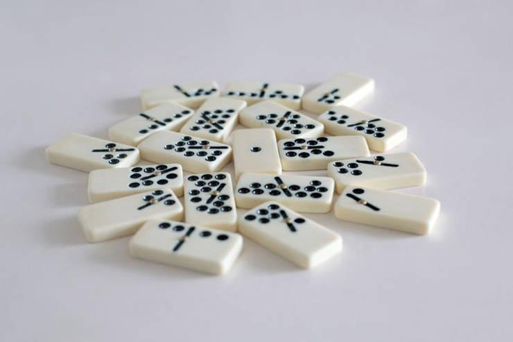 Dominos-gravitation: Art de style  par Suzy Lelièvre