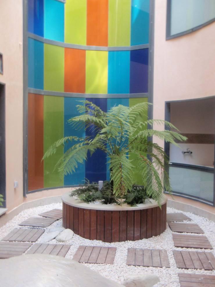 Edificio de viviendas en García Olloqui, Vigo: Casas de estilo  de MUIÑOS + CARBALLO arquitectos