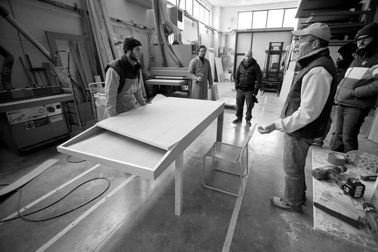"""""""CUTLINE' for Smoothplane: Soggiorno in stile  di Alessandro Busana Designstudio"""