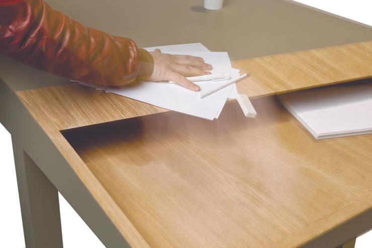 """""""CUTLINE"""" for Smoothplane: Soggiorno in stile  di Alessandro Busana Designstudio"""