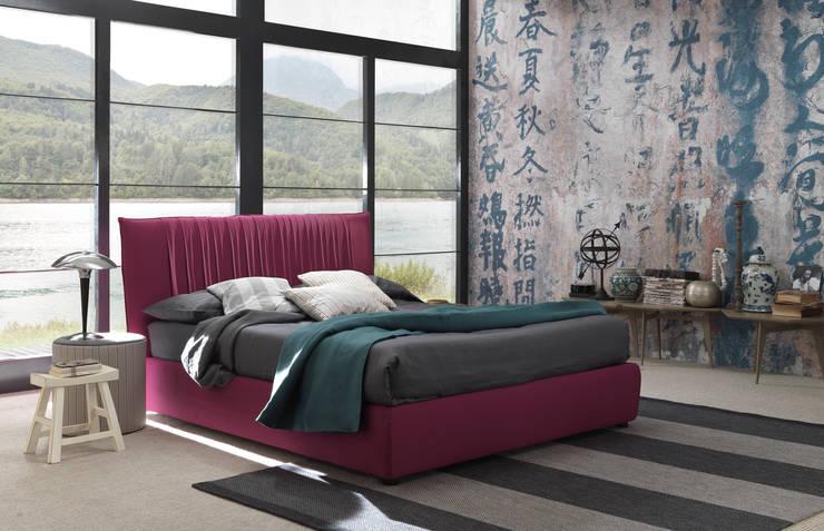 LOVELY BIG: Camera da letto in stile  di Bolzanletti