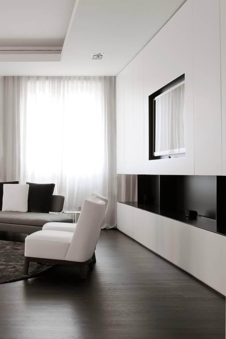 Zona TV: Soggiorno in stile  di ANG42,
