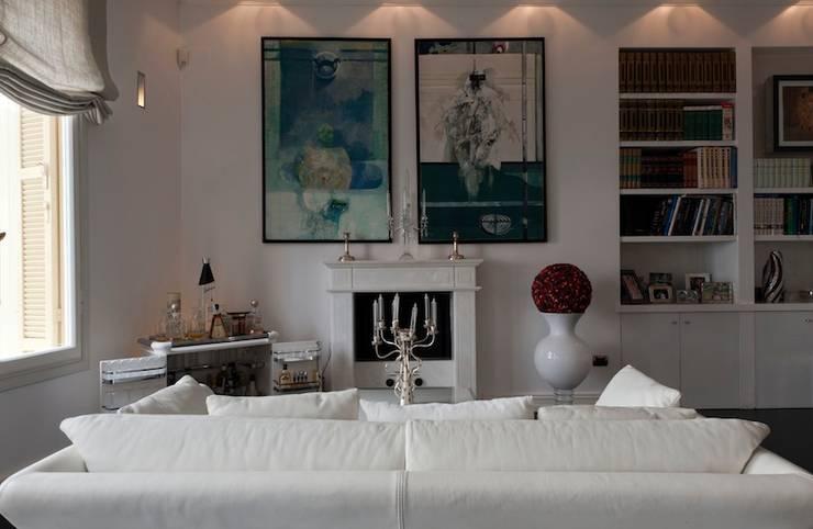 Villa Libera (Liguria Ponente): Soggiorno in stile  di studiodonizelli, Moderno