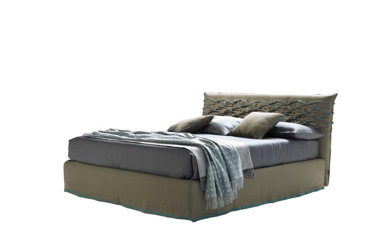 NICE CHIC: Camera da letto in stile  di Bolzanletti,