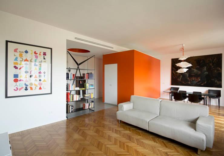 casa CUBO: Case in stile  di Giulietta Boggio archidesign
