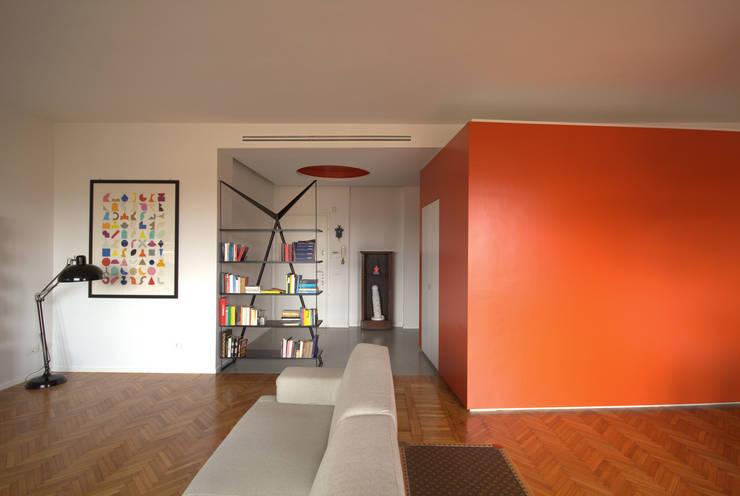 BLOCCO DI COLORE: Case in stile  di Giulietta Boggio archidesign