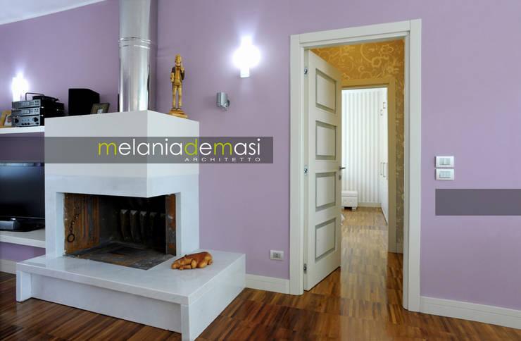 Casa Color: Soggiorno in stile  di melania de masi architetto,