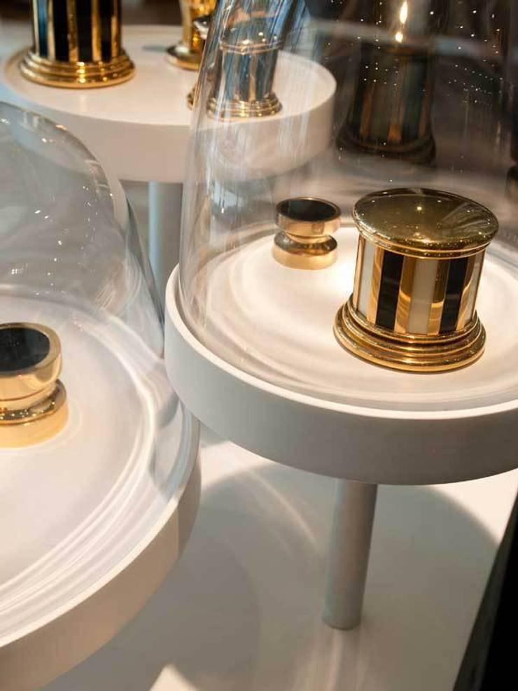"""Présentoir """"sous-cloche"""": Maison de style  par ColineMonnier Design"""