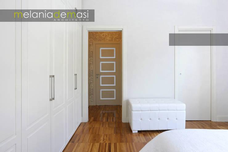 Casa Color: Camera da letto in stile  di melania de masi architetto,