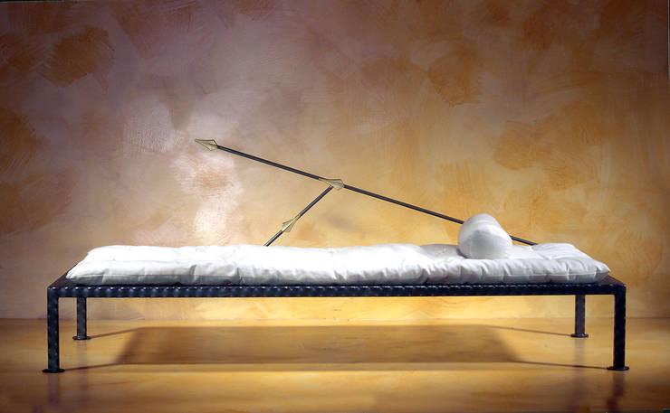 Day bed: Soggiorno in stile  di Anna Maria Grandi Designer