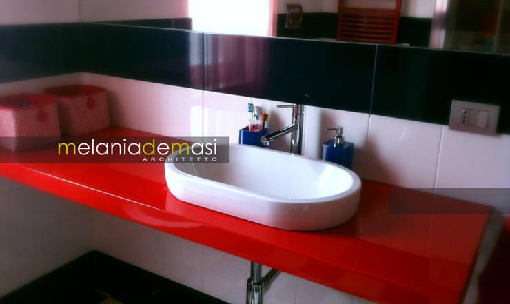 Casa Color: Bagno in stile  di melania de masi architetto,