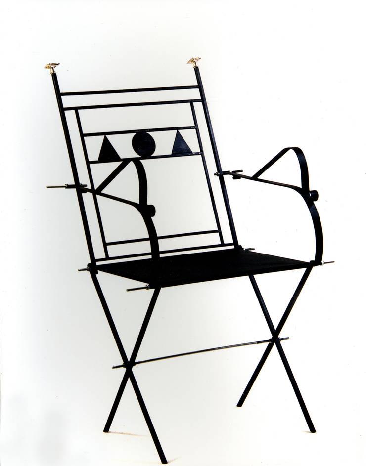 Sedia del Petrarca:  in stile  di Anna Maria Grandi Designer, Eclettico