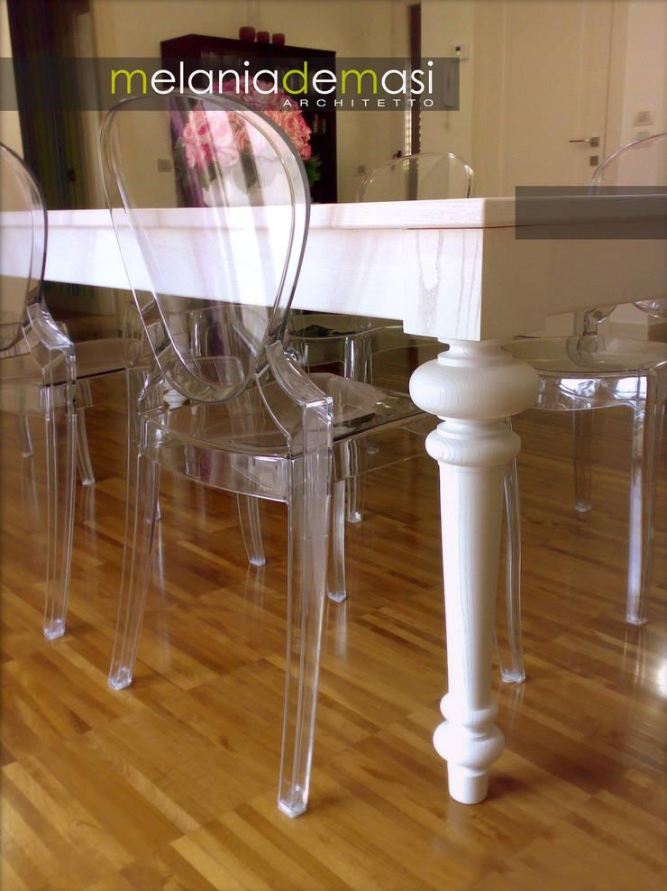 Casa Color: Sala da pranzo in stile  di melania de masi architetto,