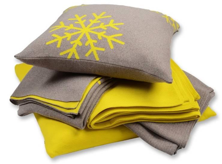 Snowflakes - Schneekristalle auf Decken & Kissen:  Wohnzimmer von Lenz & Leif