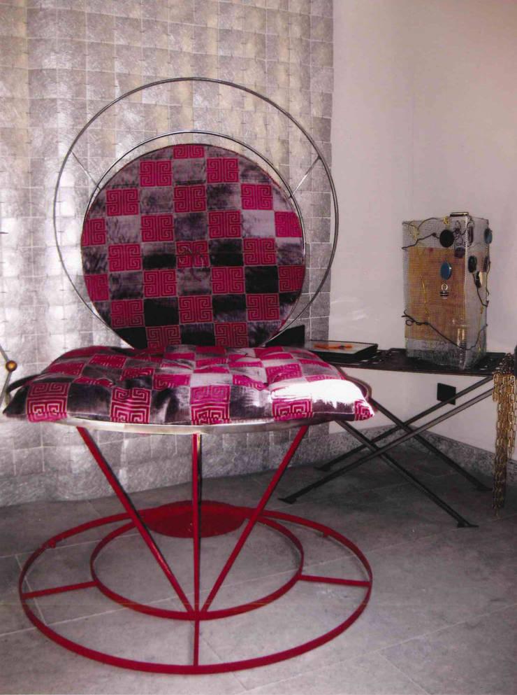 Yoga chair:  in stile  di Anna Maria Grandi Designer, Eclettico