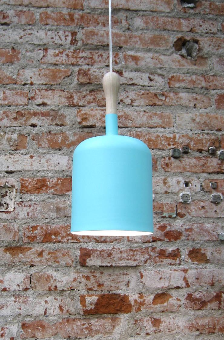 Tool Lamp: Hogar de estilo  por Natural Urbano